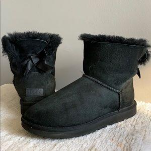 UGG Bailey Bow Mini Black Fur Boots Size 7